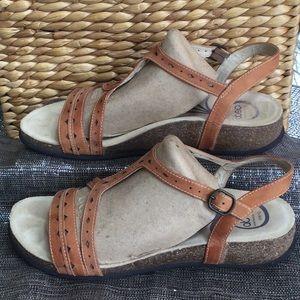 Abeo woman's size 10 tan sandal